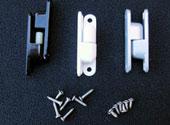 <br><strong>Aushebescharniere</strong><br>3 St. Stahl-Scharniere mit<br> Kunststoffstift<br>weiß, grau oder dunkelbraun<br>54 x 14,5 x 11 mm<br>lochabstand 45 mm<br>180 Grad drehbar<br>Edelstahlschrauben<br>6 St. 2,9 x 9,5 mm<br>6 St. 2,9 x 13 mm, Senkkopf<br>18,50 EUR